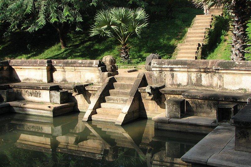 Kumura Pukuna basin, Polonnaruwa